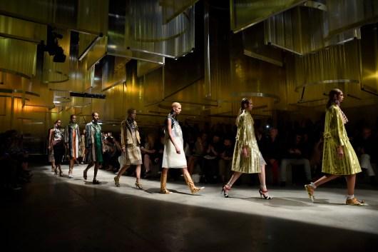Prada Women's SS16 Fashion show parade (2)
