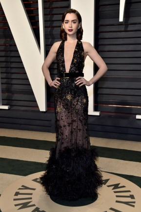 BEVERLY HILLS, CA - FEBRUARY 26: Actor Lily Collins attends the 2017 Vanity Fair Oscar Party hosted by Graydon Carter at Wallis Annenberg Center for the Performing Arts on February 26, 2017 in Beverly Hills, California. (Photo by Pascal Le Segretain/Getty Images)