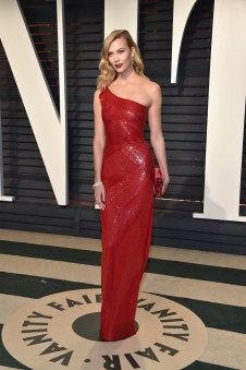 BEVERLY HILLS, CA - FEBRUARY 26: Model Karlie Kloss attends the 2017 Vanity Fair Oscar Party hosted by Graydon Carter at Wallis Annenberg Center for the Performing Arts on February 26, 2017 in Beverly Hills, California. (Photo by Pascal Le Segretain/Getty Images)