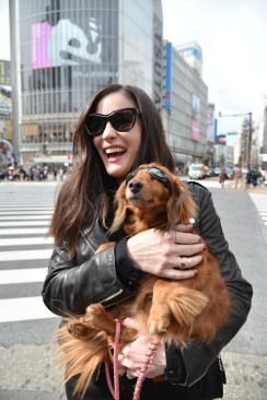 LIV_TYLER_AT_THE_SHIBUYA_CROSSING_2136