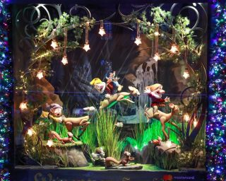 Saks x Disney Holiday Window (10)