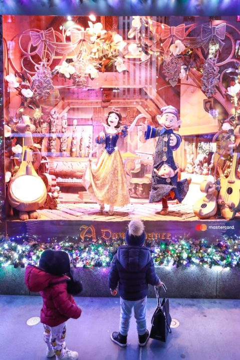 Saks x Disney Holiday Window (18)