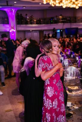 Paris Hilton and Nicole Richie (Hannah Turner-Harts)