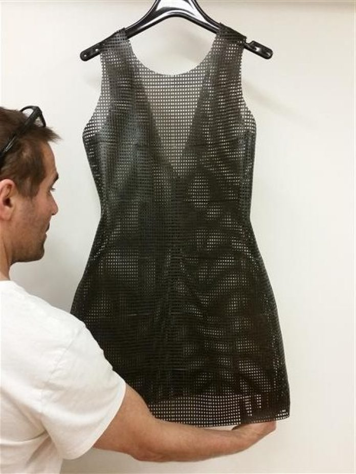 sylvia-heisel-carbon-fiber-clothing-future-3d-printed-fashion2