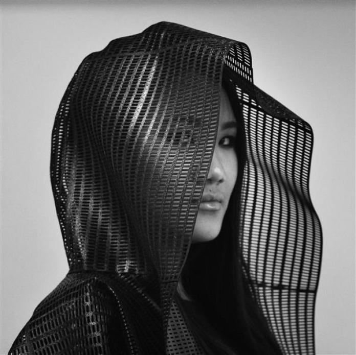 sylvia-heisel-carbon-fiber-clothing-future-3d-printed-fashion4