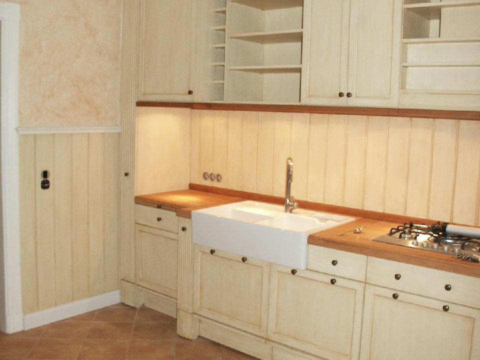 Küche-im-Landhausstil-mit-Kreidefarbe-bemalt
