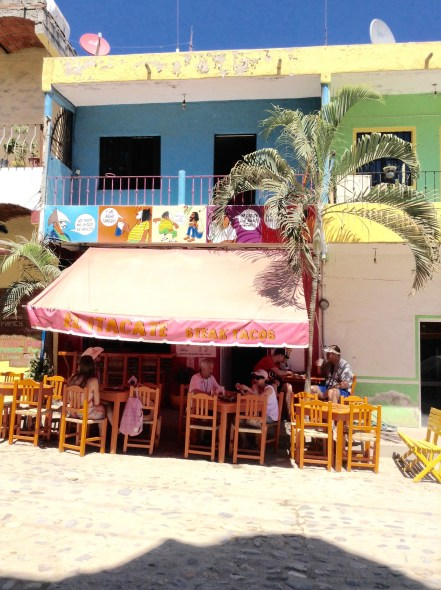 Roadside cafes - making good use of the Mexican air conditioning - aka the sea breeze!