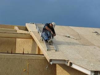 Taget til huset bygget i denne teknik kan være den mest almindelige rafter. For denne type karakteriseres taget af en understøtning i form af riller eller Mauelalat, som skæres i bjælkerne på loftet overlapning. Rafterne er installeret på understøtningerne, de fodrer ud af dem og sætter tagmaterialet.