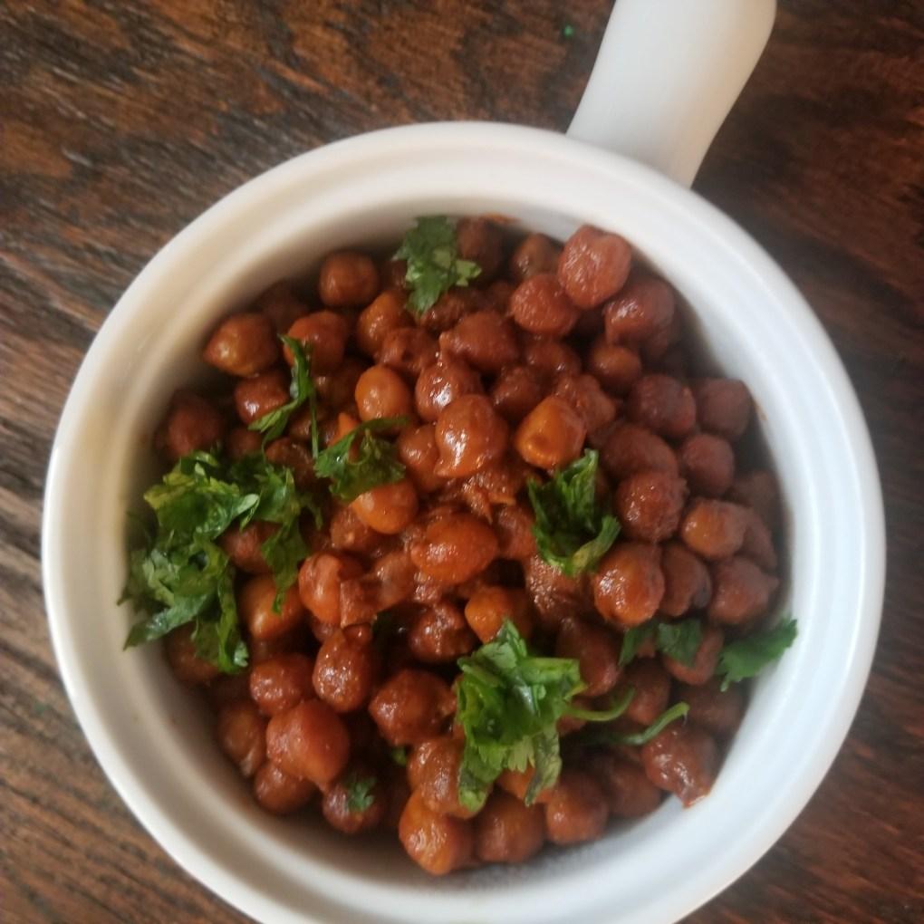 transfer sookha chana to a serving bowl