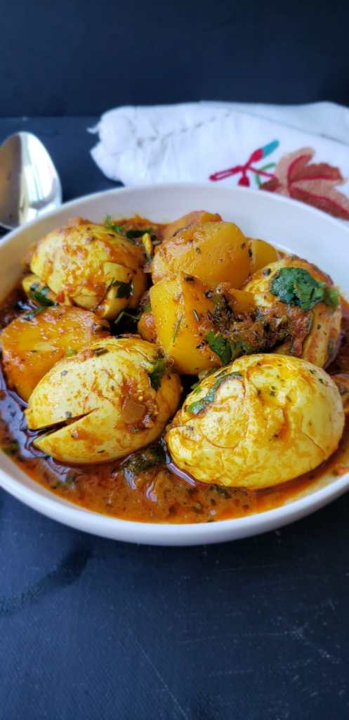 transfer egg curry to servingn bowl