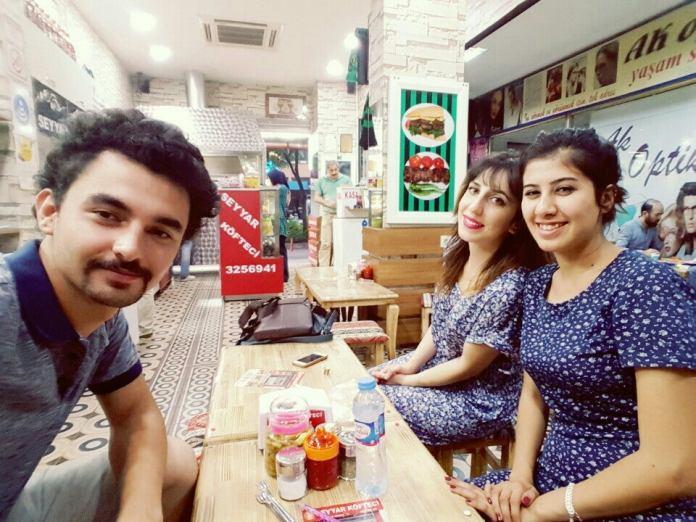 Seyyar Köfteci - İzmit'in ve özellikle gençlerin en çok tercih ettiği yeme içme mekanları arasında