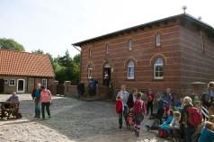 Besucher des Natureums am Darßer Ort (c) FRank Koebsch