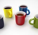 5色のマグカップにコーヒー