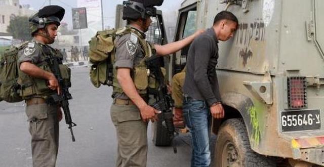 الاحتلال يعتقل شابا ويحتجز اثنين من جبع جنوب جنين