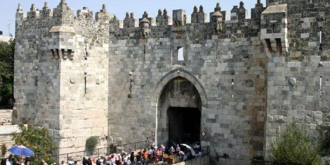 القدس: الرئيس الإسرائيلي يزور باب العامود وإغلاق كامل للمنطقة