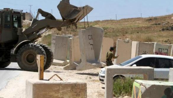الاحتلال يغلق أحد مداخل زعترة شرق بيت لحم بالمكعبات الاسمنتية