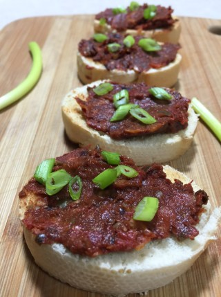 tomato-tapenade-on-baguette
