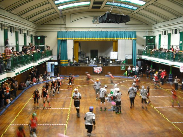https://i1.wp.com/fatgayvegan.com/wp-content/uploads/2011/04/roller-derby-b-green1.jpg?fit=640%2C480