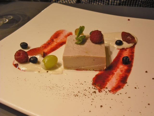 https://i1.wp.com/fatgayvegan.com/wp-content/uploads/2011/04/strawberry-cheesecake.jpg?fit=640%2C480