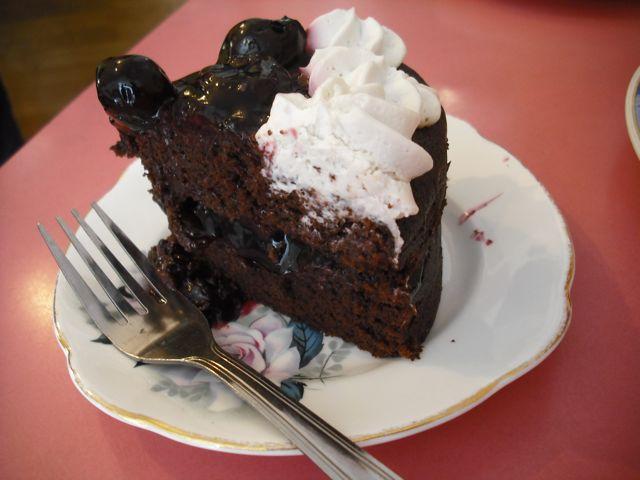 https://i1.wp.com/fatgayvegan.com/wp-content/uploads/2011/06/cake1.jpg?fit=640%2C480