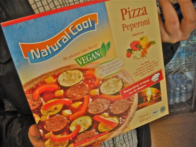 https://i1.wp.com/fatgayvegan.com/wp-content/uploads/2011/06/frozen-pizza.jpg?fit=640%2C480