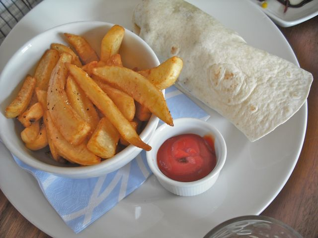 https://i1.wp.com/fatgayvegan.com/wp-content/uploads/2011/06/wrap-and-chips.jpg?fit=640%2C480