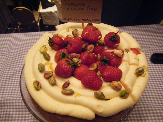 https://i1.wp.com/fatgayvegan.com/wp-content/uploads/2011/08/thv-cake.jpg?fit=640%2C480&ssl=1