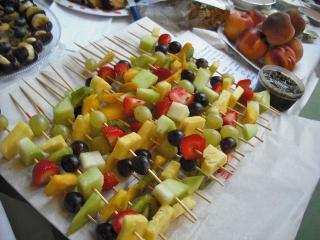 https://i1.wp.com/fatgayvegan.com/wp-content/uploads/2011/09/fruit-skewers.jpg?fit=640%2C480
