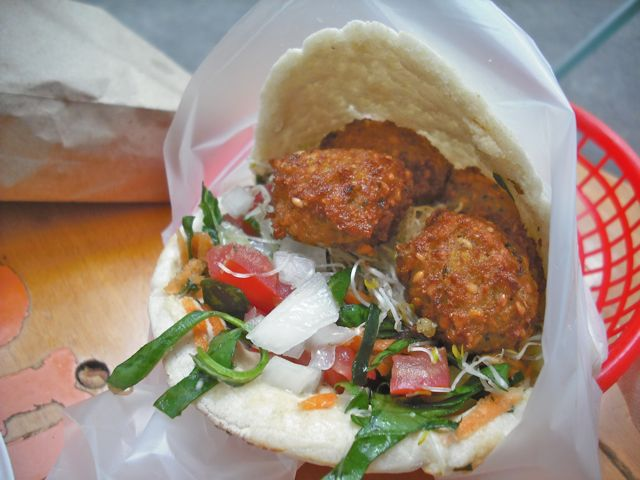 https://i1.wp.com/fatgayvegan.com/wp-content/uploads/2012/08/falafel.jpg?fit=640%2C480