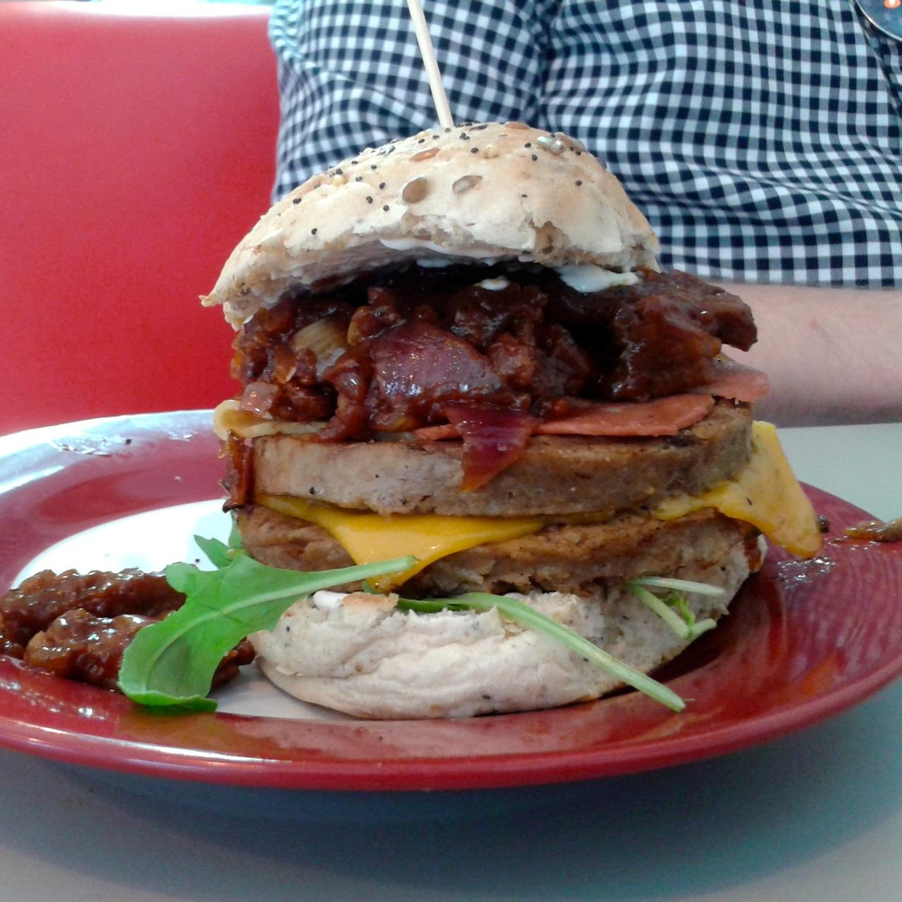 https://i1.wp.com/fatgayvegan.com/wp-content/uploads/2014/06/burger1.jpg?fit=1280%2C1280