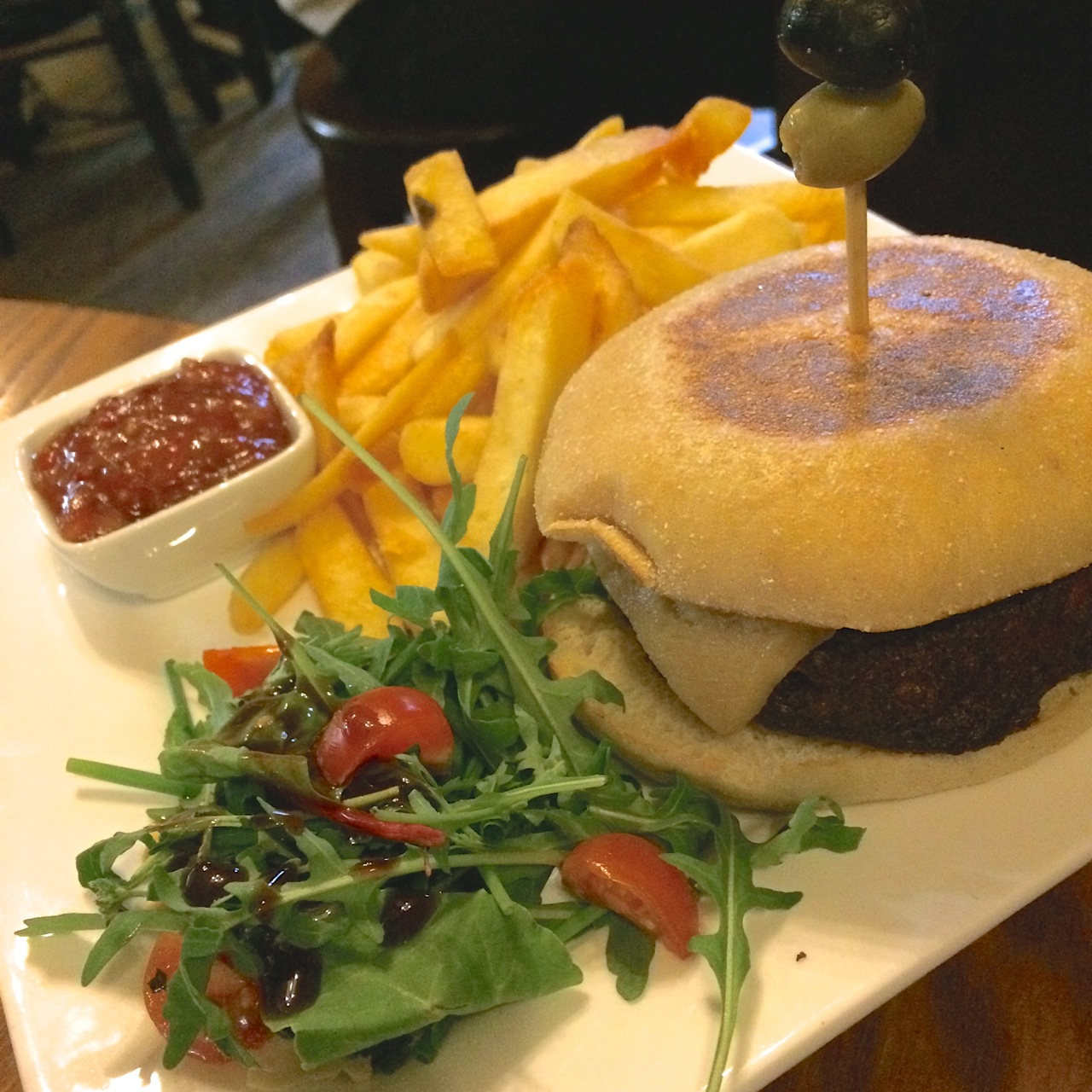 https://i1.wp.com/fatgayvegan.com/wp-content/uploads/2015/08/Burger-and-chips-vegan.jpg?fit=1280%2C1280&ssl=1