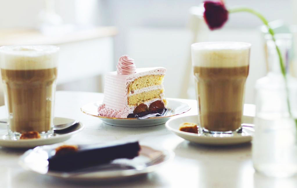https://i1.wp.com/fatgayvegan.com/wp-content/uploads/2015/08/Cafe-Vux-Berlin-Coffee-and-cake.jpg?fit=1023%2C647