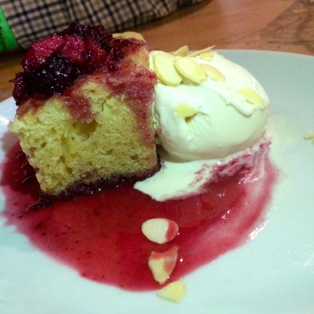 https://i1.wp.com/fatgayvegan.com/wp-content/uploads/2015/12/Bakewell-cake-with-vegan-ice-cream.jpg?fit=1280%2C1280