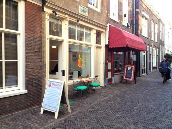 Daantje-vegan-Dordrecht-shop-front