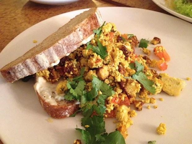 DopHert-Amsterdam-tofu-scramble-sandwich
