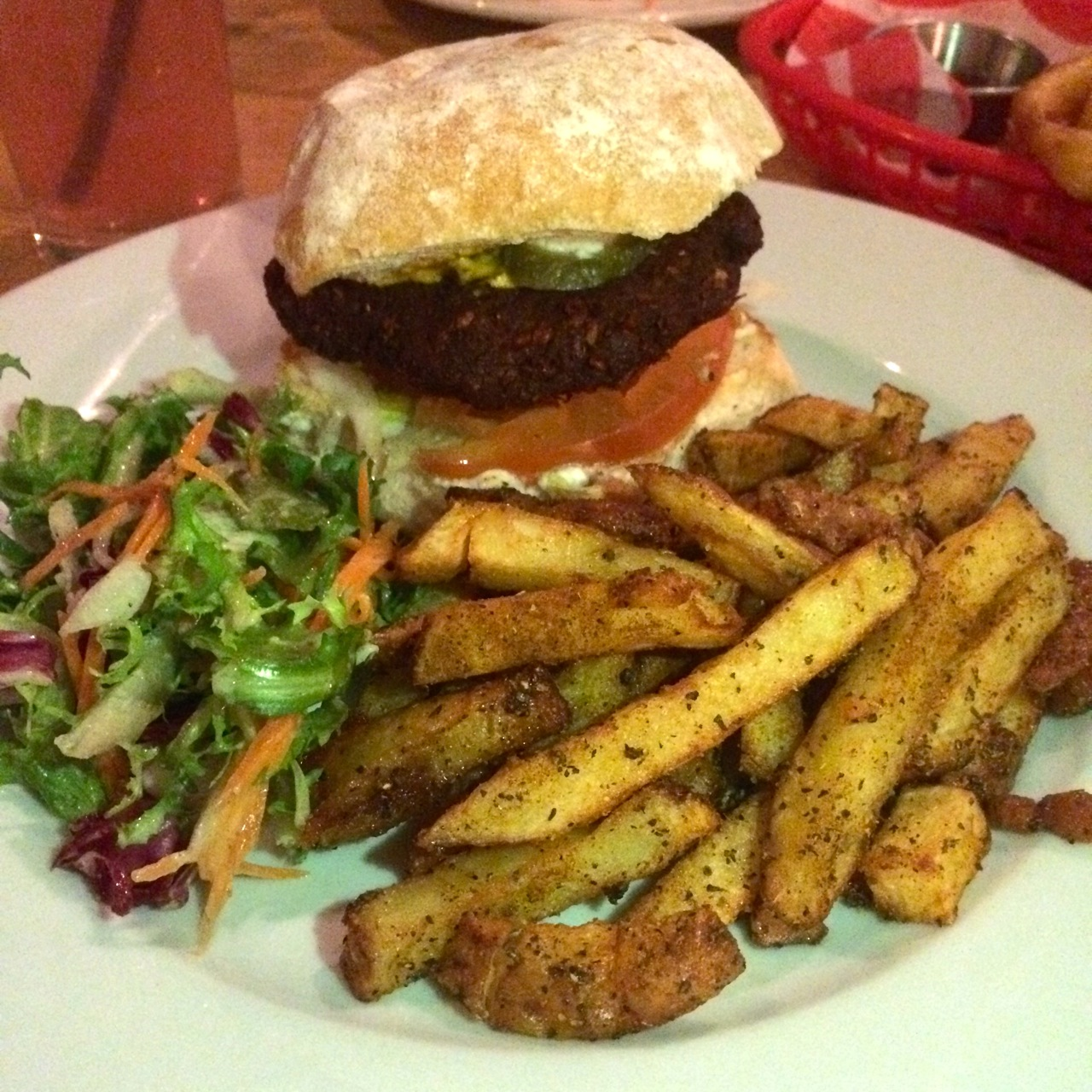 https://i1.wp.com/fatgayvegan.com/wp-content/uploads/2015/12/burger-and-chips.jpg?fit=1280%2C1280