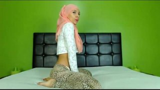 Sexy Arab Hijab girl twerking ass on cam – See more at EliteArabCams.com