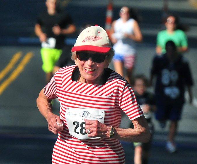 Harriette Thompson running a marathon