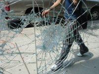 close-up-2-of-broken-glass-742767.jpg