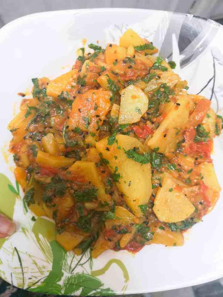 Timatar Aloo Ki Bhujia / Sabzi - A Simple, Tangy Tomato and Potato Curry