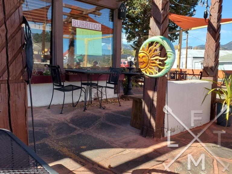 The nice outdoor patio of La Cocina de Mama