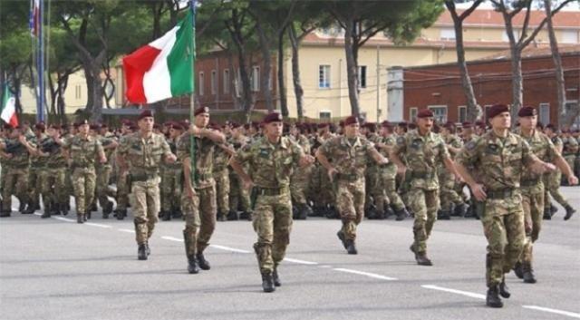 Forças armadas da Italia durante um desfile militar - Fatos Militares