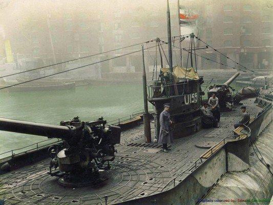 o-submarino-alemao-u-155-em-exibicao-em-docas-st-katherine-londres-inglaterra-em-dezembro-de-1918