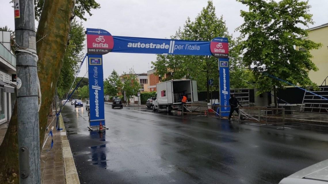 Giro d'Italia, Latina aspetta sotto la pioggia