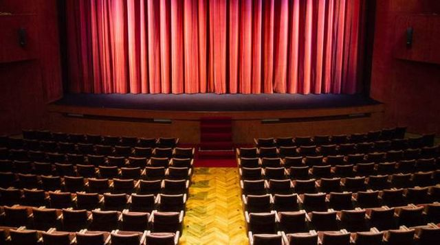 Teatro D'Annunzio, bruciamo le sedie