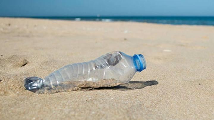 Il litorale di Latina diventa plastic free
