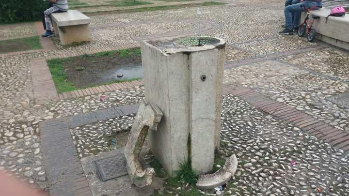 Piazza del Popolo: sfregiata la fontanella simbolo della nostra comunità