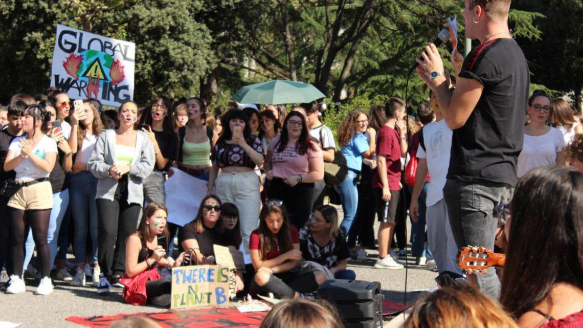 "Fridays for future a Latina: i giovani ""noi siamo qui e voi?"""