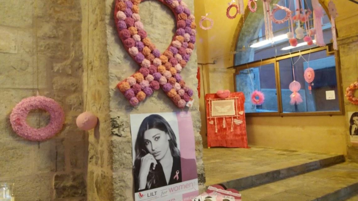 Il calore dell'Ottobre rosa a Priverno in una mostra