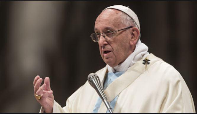 Covid 19/ La lacrima del Papa e la goccia di pioggia sul volto del prete
